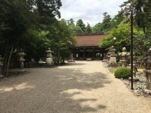 多田神社本殿境内