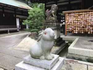 岡崎神社狛ウサギ1