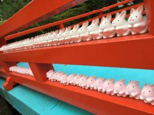 岡崎神社うさぎの置物2
