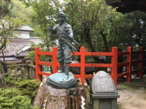 八大神社宮本武蔵像