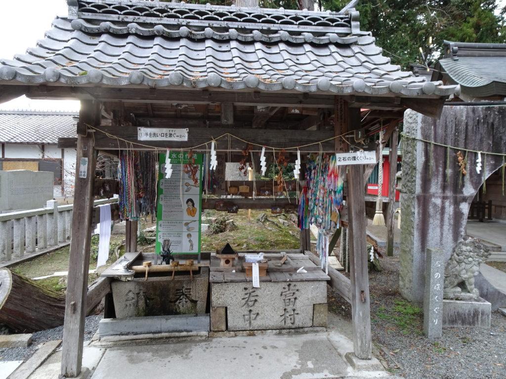 薭田野神社手水舎1