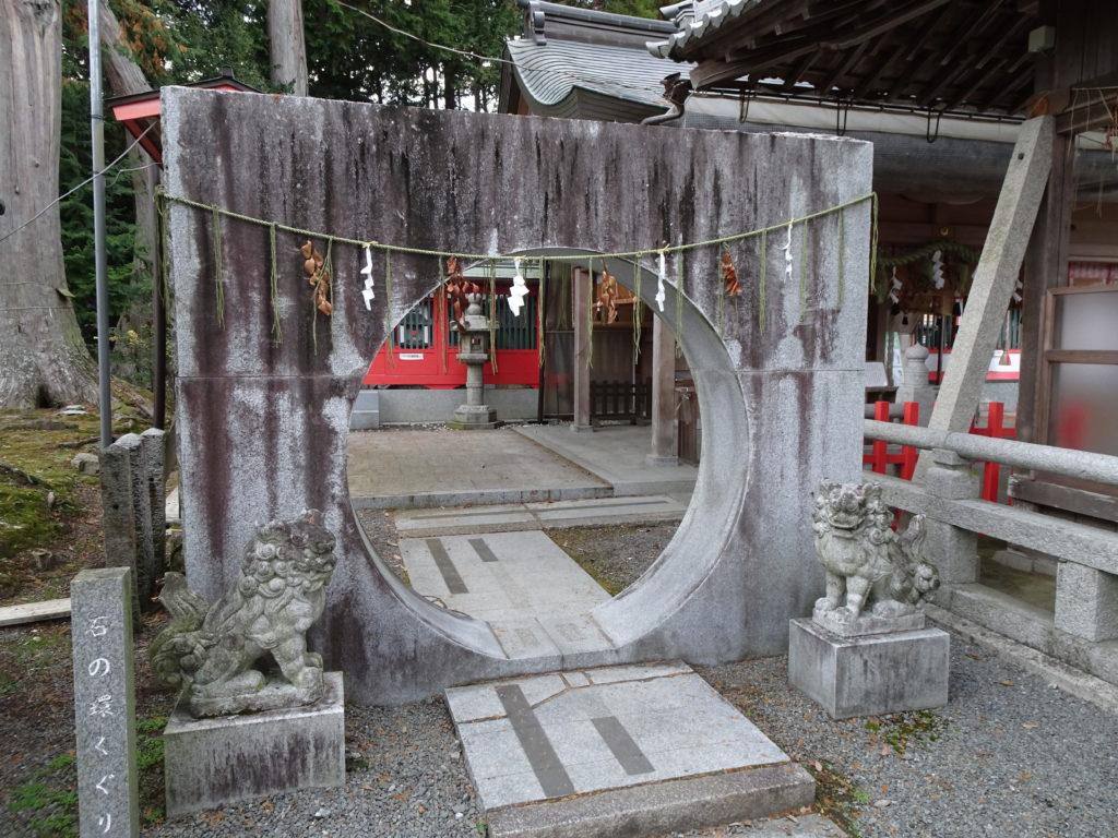 薭田野神社石の輪