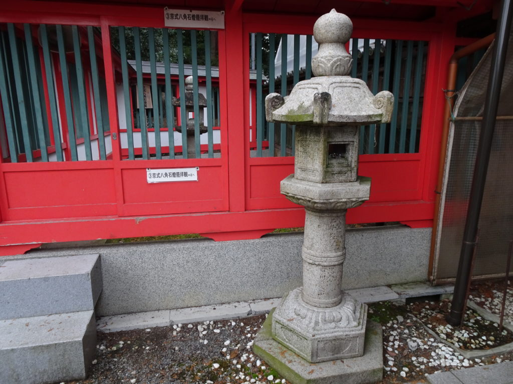 薭田野神社六角石燈籠