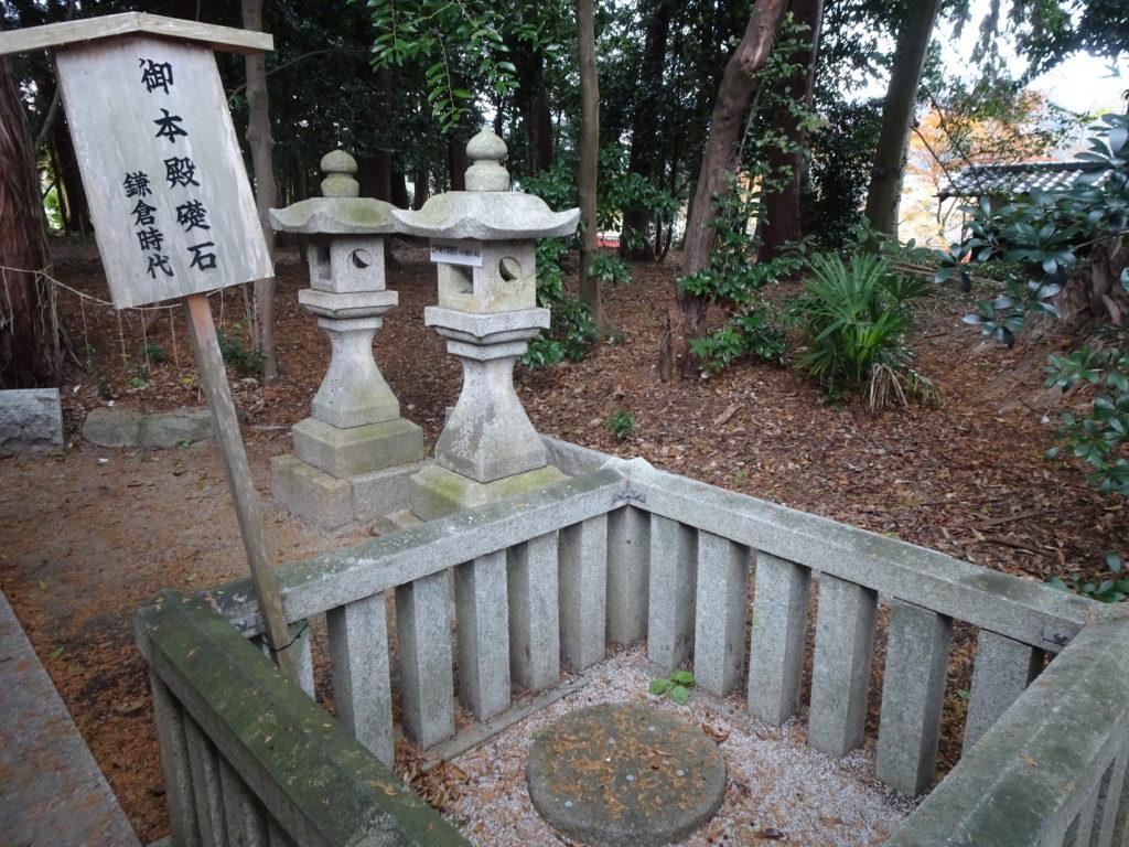 薭田野神社礎石