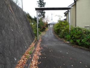 走田神社石階段へと続く参道
