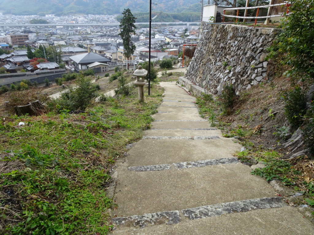走田神社スロープ状階段