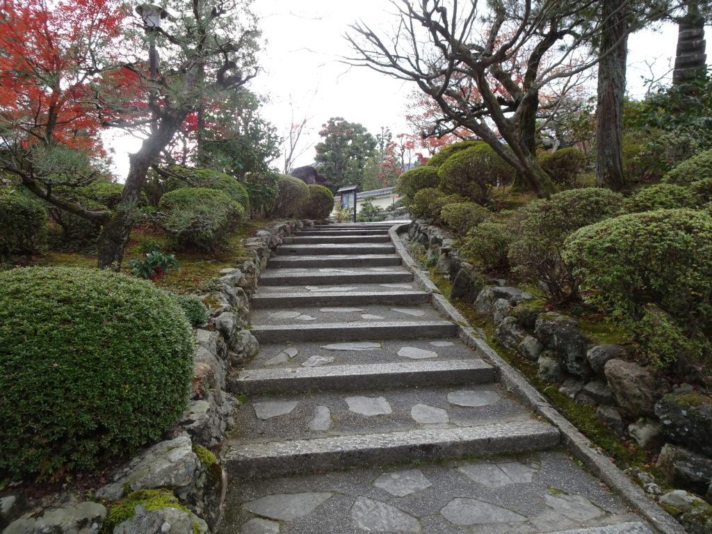 正法寺山門へと続く階段