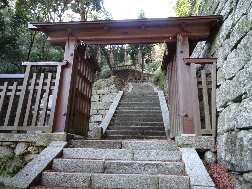 片山神社門