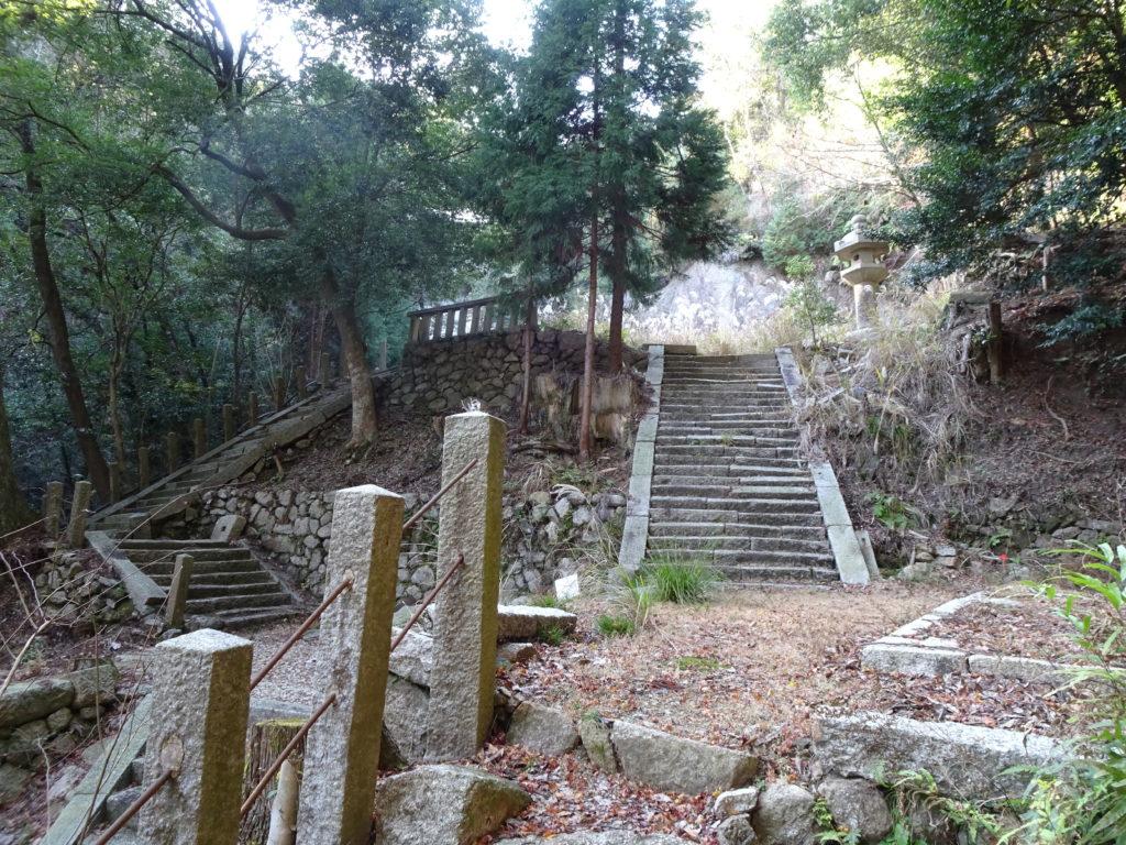 片山神社境内中腹