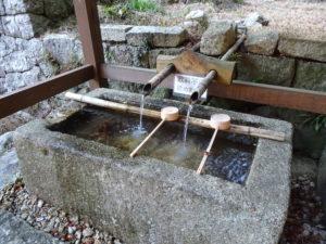 片山神社手水舎2