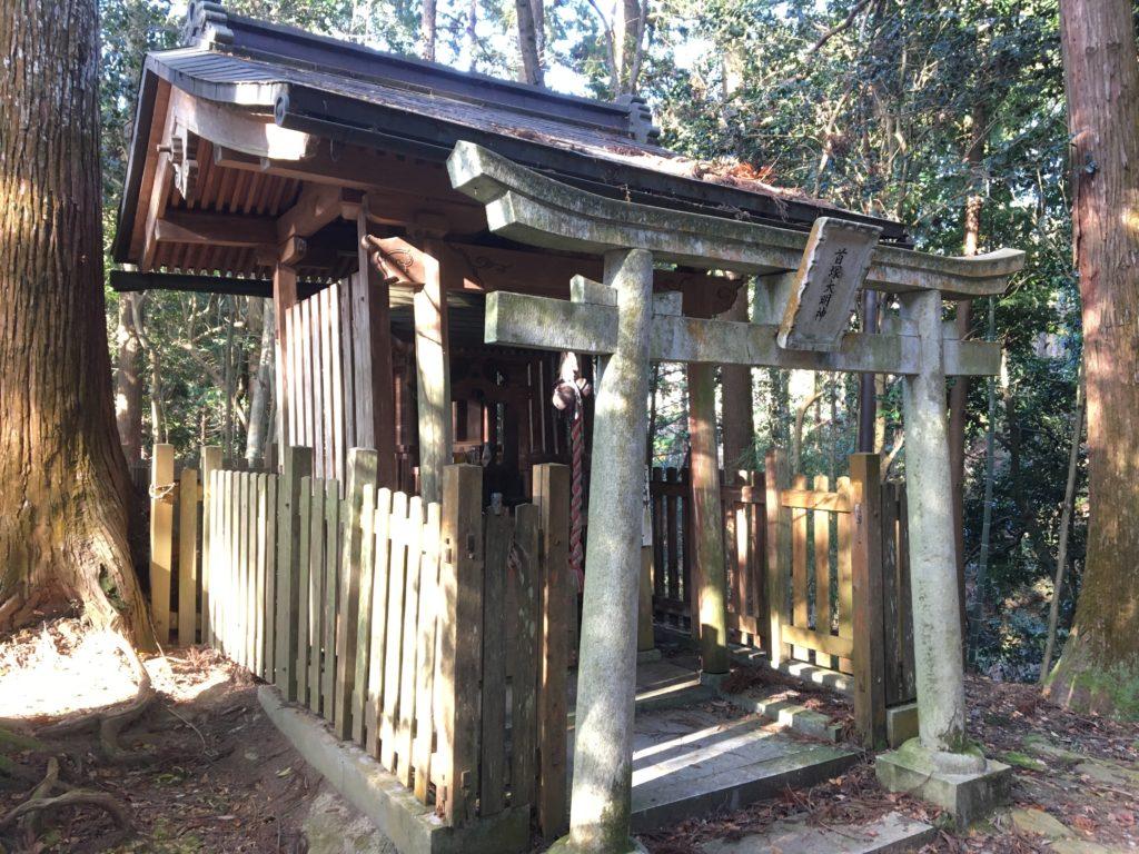 首塚大明神社殿2