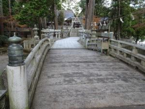 田村神社本殿へと続く参道