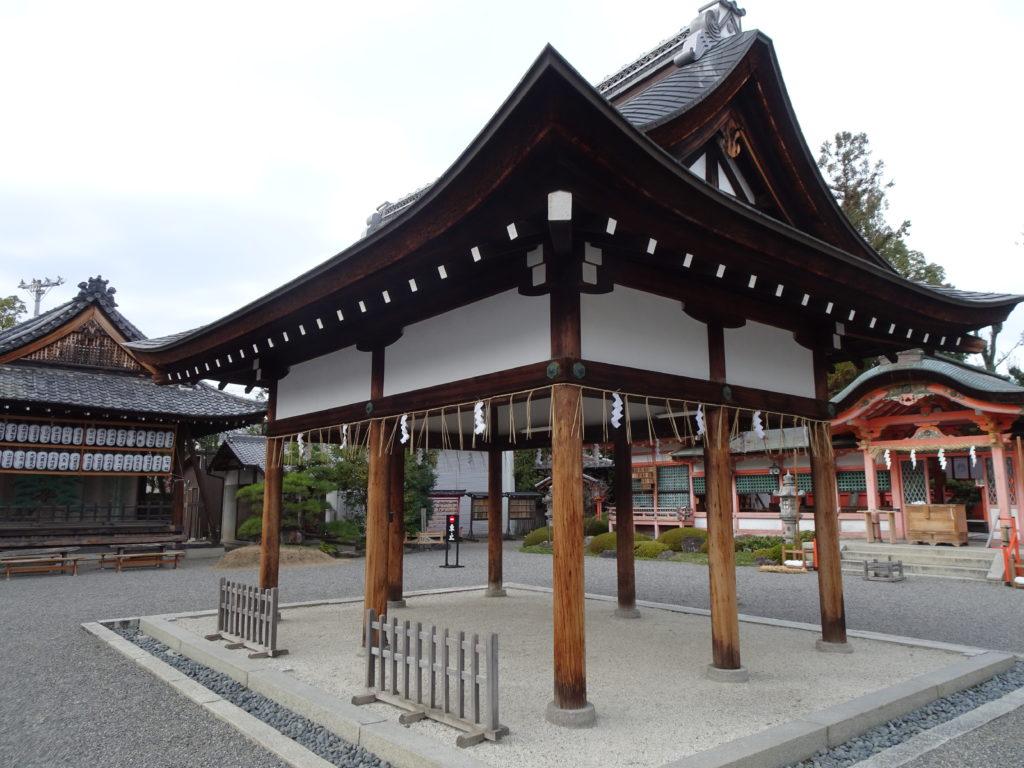 西院春日神社拝殿