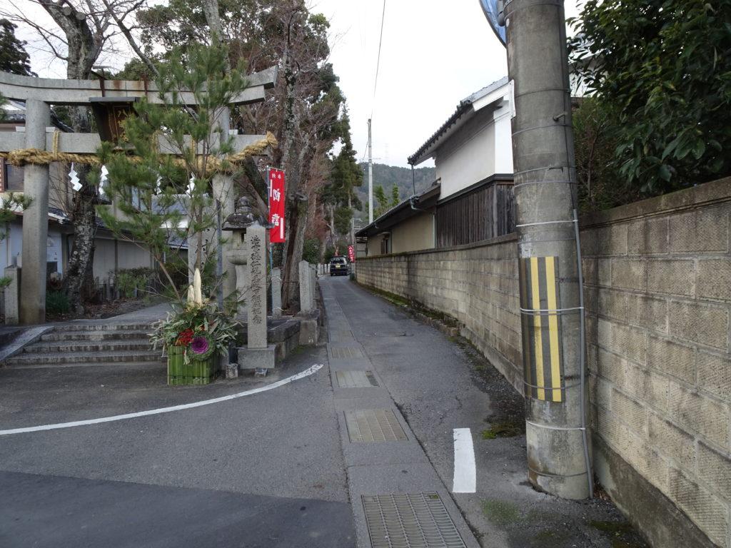 篠村八幡宮脇道