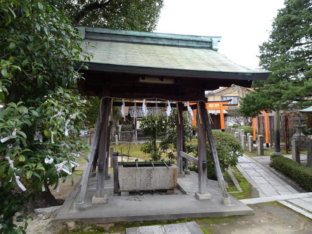 剣神社手水舎1