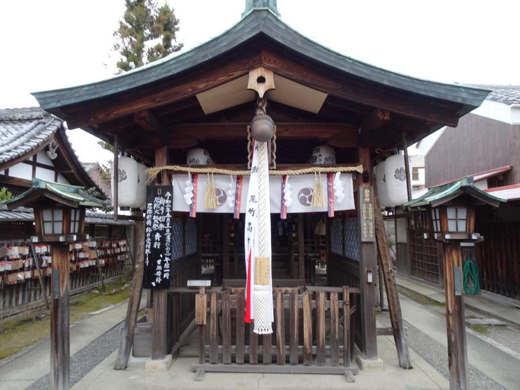 剣神社拝殿